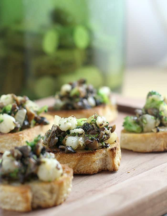 Winter Crostini with Mushrooms, Broccoli, and Hominy http://wp.me/p4qC4h-3x1